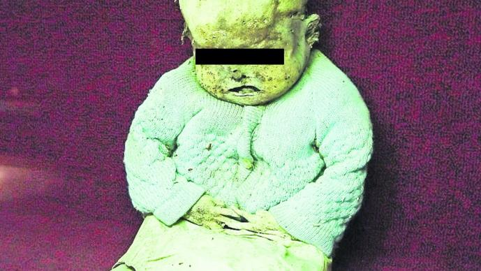 Limpiaron casa de su madre difunta y hallaron a hermanito momificado