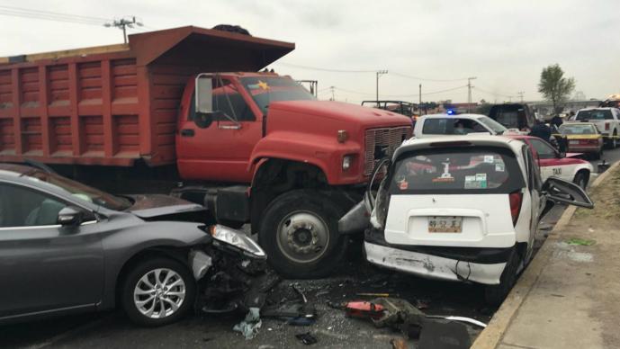 13cffbf06 Mortal choque entre dos taxis, dos autos y un camión en Ecatepec ...