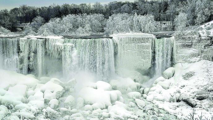 Congelada gran parte de las cataratas del Niágara