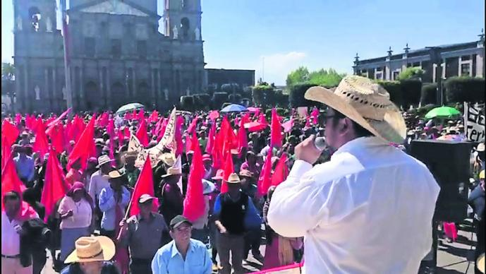 manifestación próximo ciclo agrícola protestan campesinos y maestros Movimiento Revolucionario Social Educativo