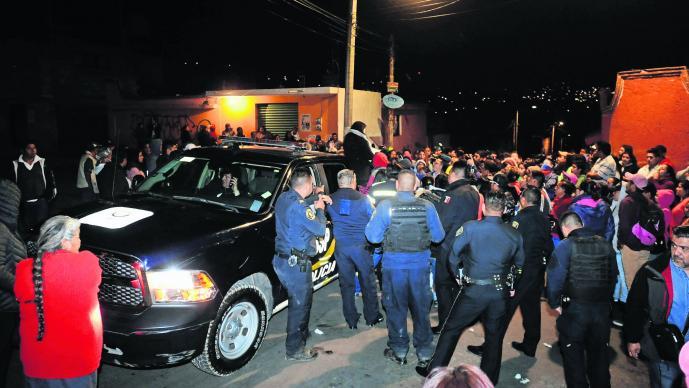 Habitantes Xochimilco asesinan golpes presunto violador