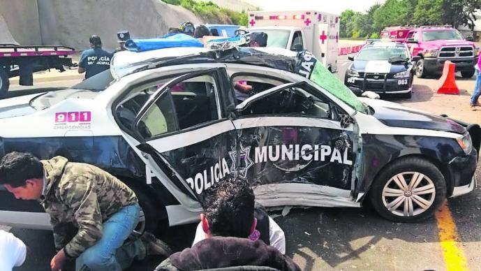 Ixtapan de la Sal-Tenango Del Valle, tres policías heridos, patrulla choca, pierden el control