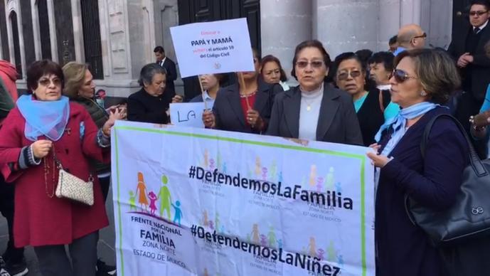Frente Nacional por la Familia LGBTTTI rezan un rosario Unión Civil homosexual
