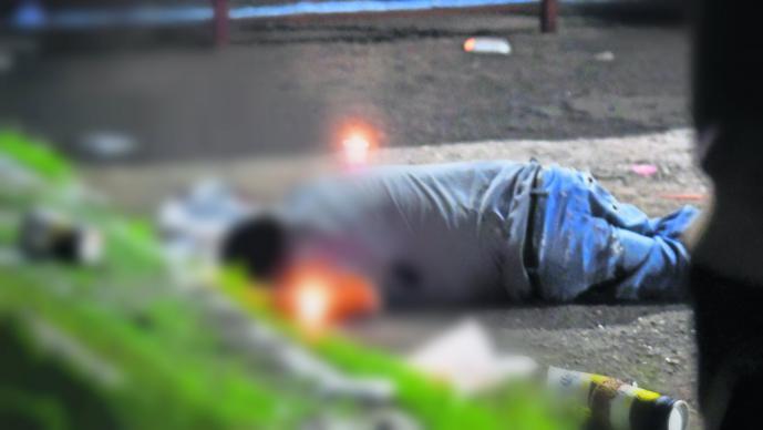 Comando armado rafaguea chelería Coacalco