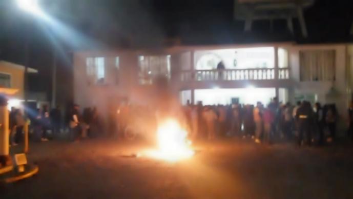 Golpean y queman vivo presunto robachicos Tianguistenco