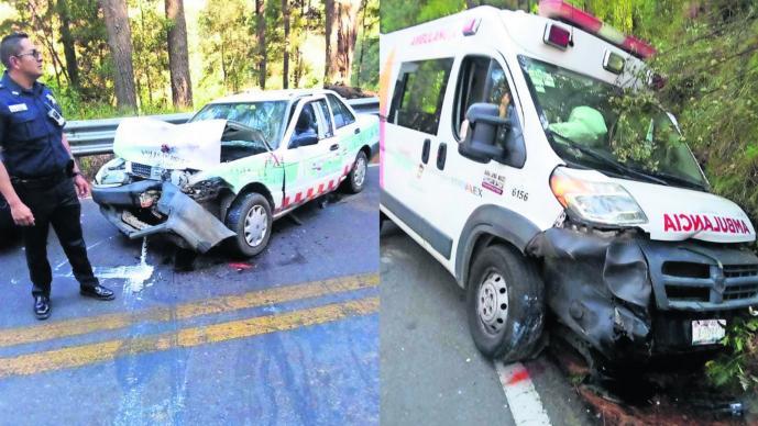 Zinacantepec Ambulancia choca de frente contra 2 taxis