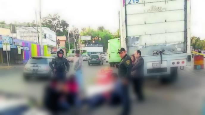 Resultado de imagen para hombre muere al caer de microbus