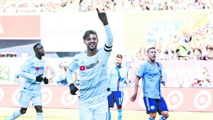 Carlos Vela con gol, asistencia y hasta penalti fallado