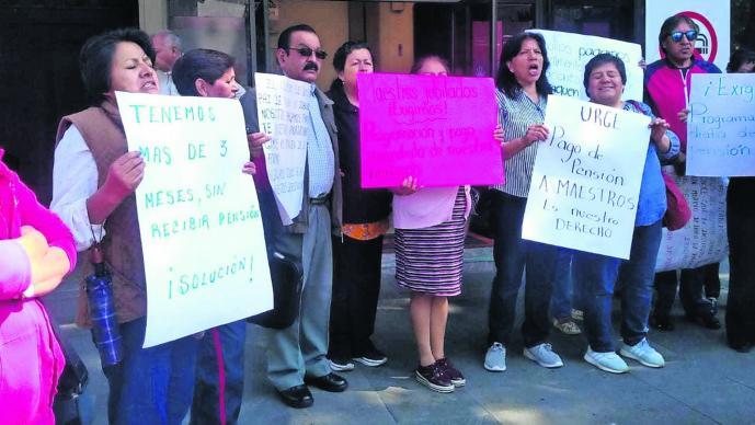 Protesta Profesores jubilados Exigen pensión Toluca