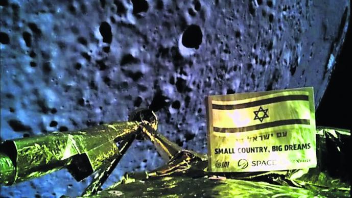 Nave espacial se estampa contra la Luna