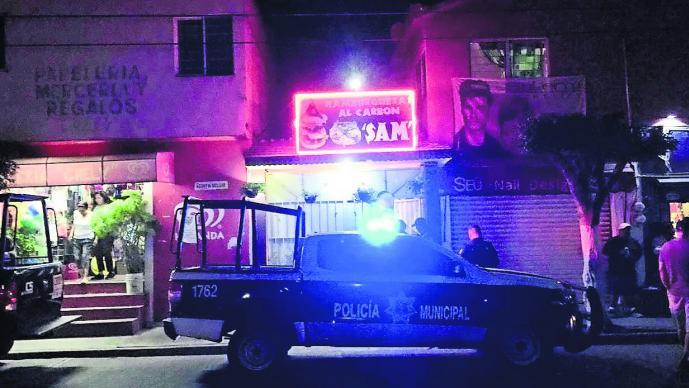 Pistoleros colombianos balean a dueño de local de hamburguesas en Cuernavaca