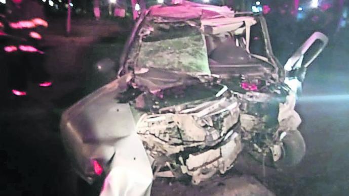 automovilista choca contra alameda en toluca centro prensado