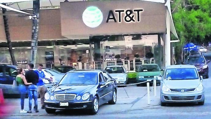 Ladrones de tiendas Amagan a empleados Roban celulares Morelos