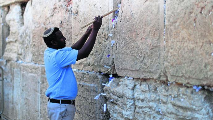 limpian muro de las lamentaciones jerusamen