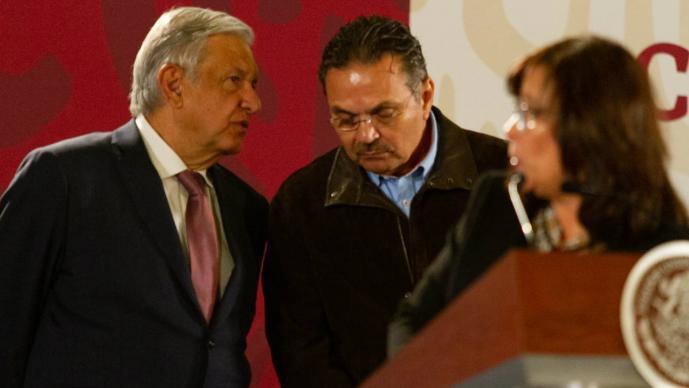 Shell vende la gasolina más cara en México: Nahle y AMLO