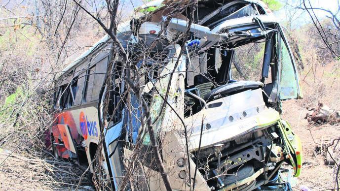 Autobús cae a barranca Exceso de velocidad Pierde el control Guerrero
