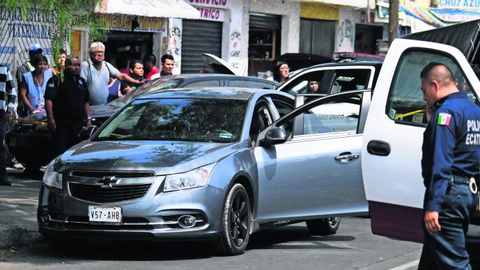 Reclaman auto robado Plomean a compradores Deshuesadero Ecatepec Edoméx