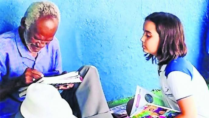 Niña De Nueve Años Se Convierte En La Maestra De Hombre De