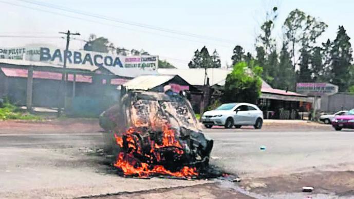 Ladrones de autos Incendian automóvil Edoméx
