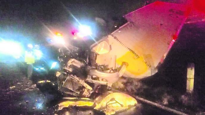 conductor trailer muere accidente volcadura aplastado prensado trailero toluca