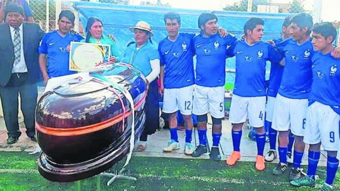 torneo futbol rápido ataúdes en lugar de trofeos perú