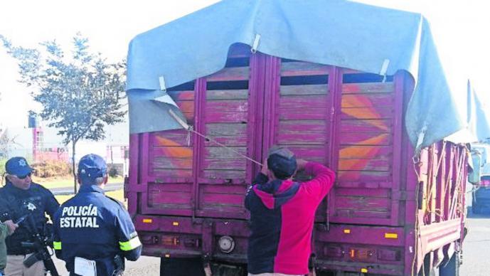 Aumentan las 'mordidas' contra transportistas en Edomex