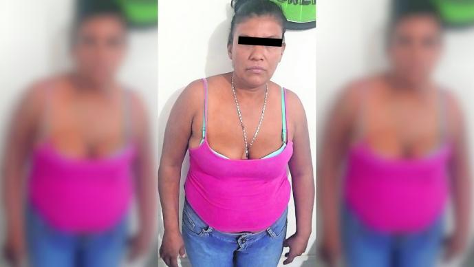 Mujer amenaza con machete a policías durante cateo en Puente de Ixtla