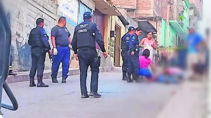 camioneta hombres ejecutan albañil