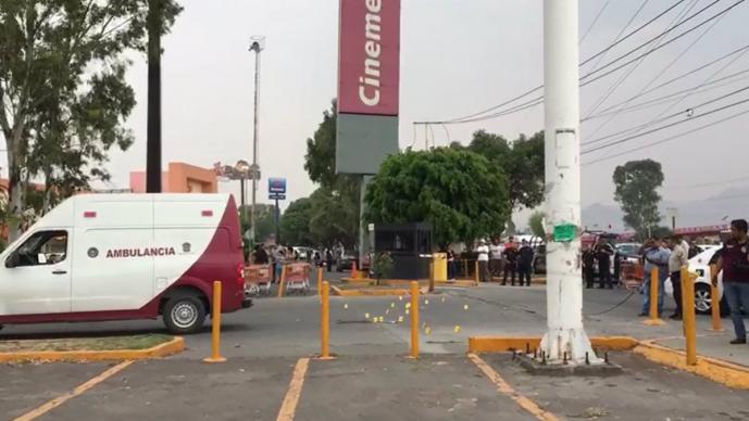 Acribillan a mujer en estacionamiento de tienda de autoservicio en Ecatepec