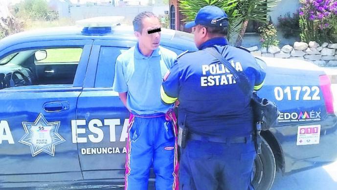 maltrato detenido golpear a su esposa inconsciente agresión policía