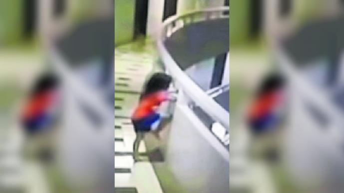 niña de cinco años cae 30 metros