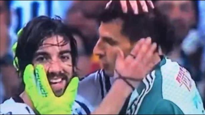 Nahuel Guzmán intentó besar a Rodolfo Pizarro
