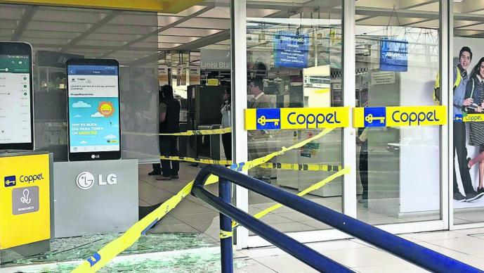 asaltan tienda coppel cristalazo roban celulares miles de pesos sucursal cuernavaca