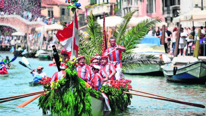 carrera no competitiva remos reunión participantes gran canal venecia italia