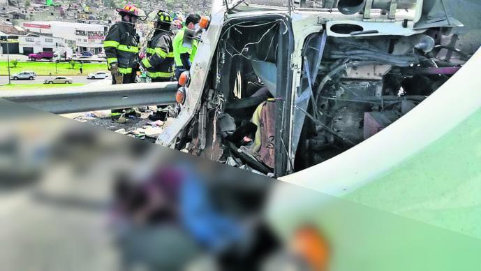 Vuelca camión Muere chofer Copiloto lesionado Edomex Toluca