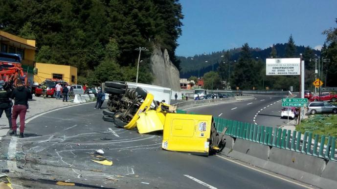 muere prensado chofer taráiler accidente carretera méxico toluca cuajimalpa