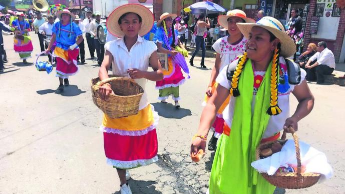Paseo de la Agricultura San Isidro Labrador Vestidos de mujer Campesinos Edomex