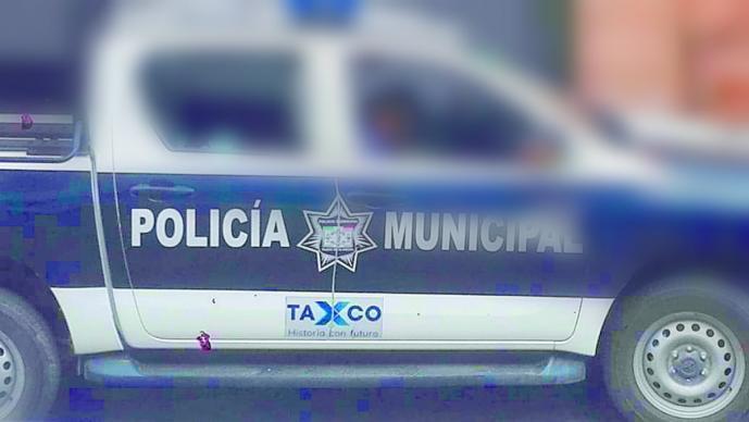 balacera policías rafaguean balazos policías patrulla gasolina taxco