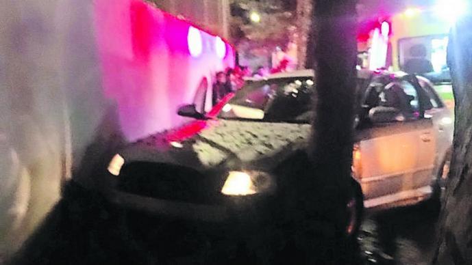 Exceso de velocidad Auto contra barda Edomex Toluca