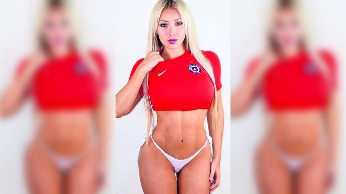 playmate chilena Daniela Chávez enciende