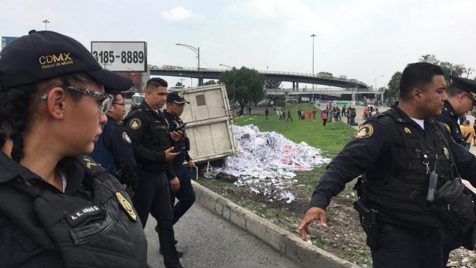 Conductor de camión pierde el control y provoca choque mortal en Nezahualcóyotl