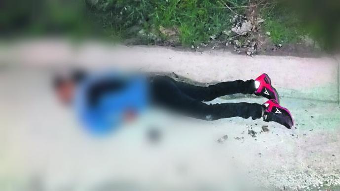 plomazos derriban matan motociclista