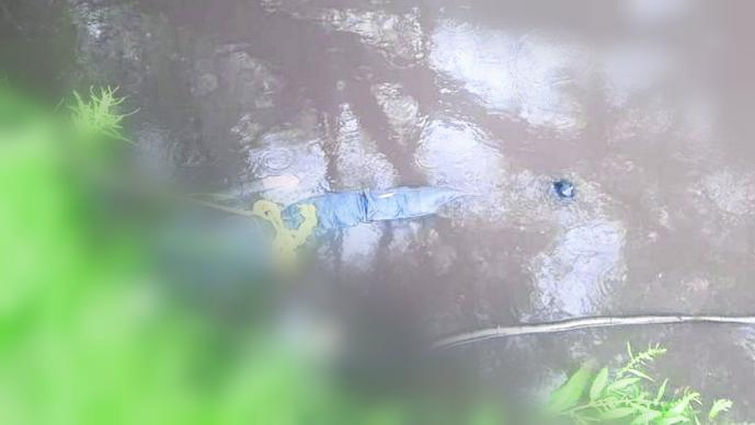 Encuentran hombre muerto flotando