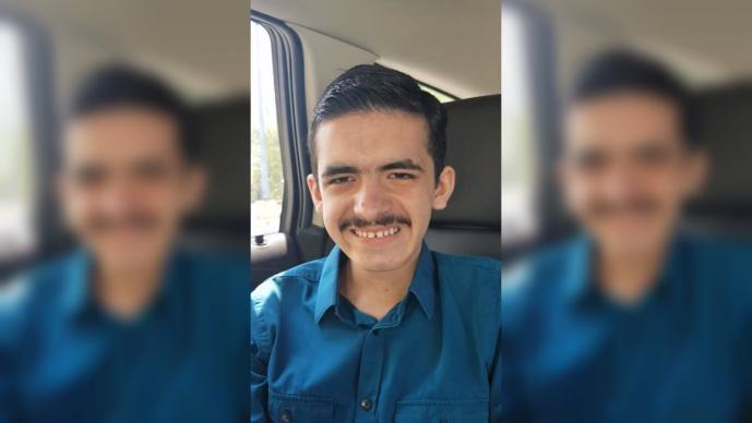 Conmueve reacción de Raymundo el joven con discapacidad contratado por Cinépolis