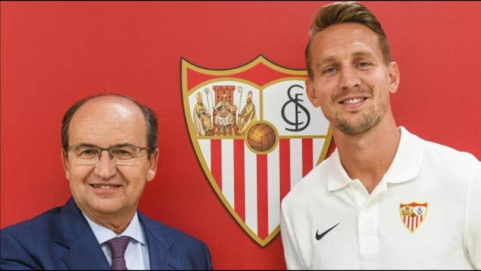 Luuk de Jong se va del PSV; llega al Sevilla