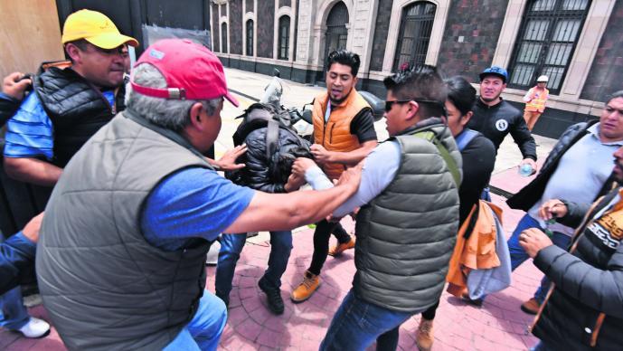 Golpean fotógrafo El Gráfico operativo