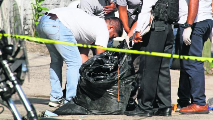Abandonan cadáver embolsado desmembrado Guerrero
