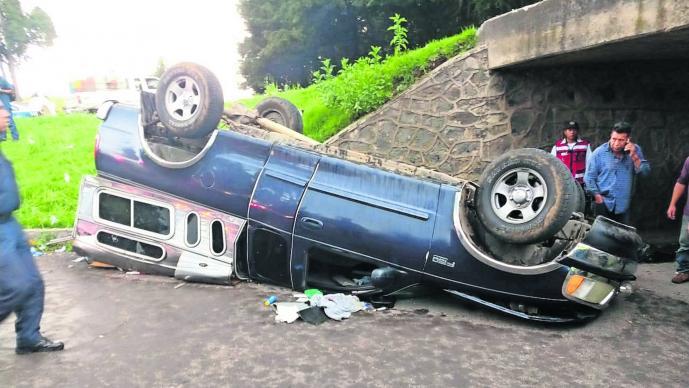 Camioneta volcada Edomex Toluca Personas heridas