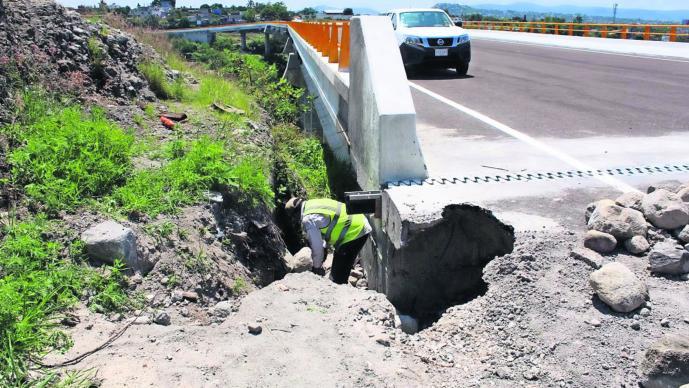 Puente de Apatlaco Socavón Morelos Obra sin terminar