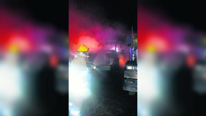 Grupo armado ingresó bodega incendiarla